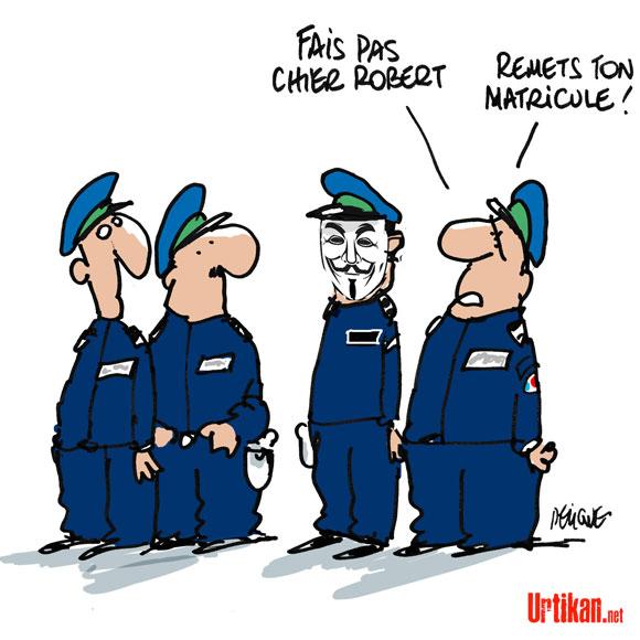 Le matricule revient sur les uniformes policiers