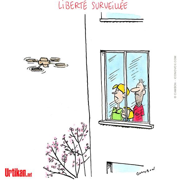 Pour vérifier que le confinement est respecté, les gendarmes en collaboration avec les polices municipales utilisent la surveillance aérienne à l'aide de drones pour repérer les personnes en extérieur et diffusent des messages pour les inciter à rentrer chez eux.