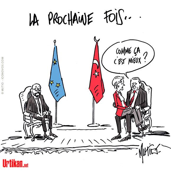 envers Ursula von der Leyen, rejette la faute sur l'UE - Dessin de Mutio